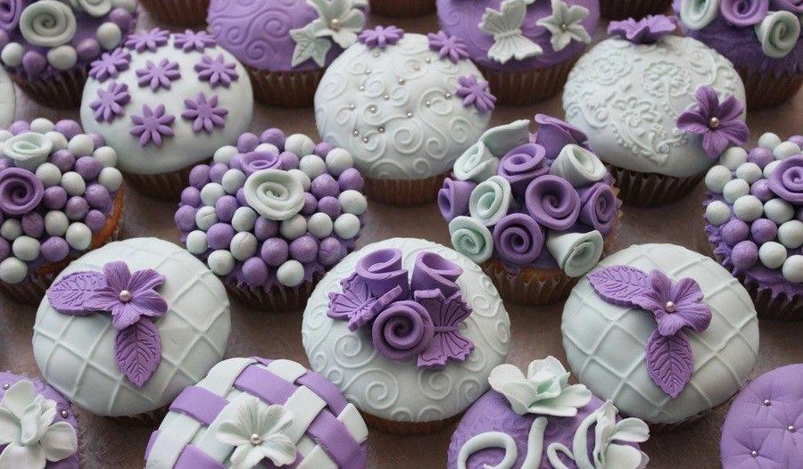 900_7941880Vt5_purple-amp-light-green-cupcakes.jpg.f99ddad2b8b2aacaf8e731fa0af8baef.jpg